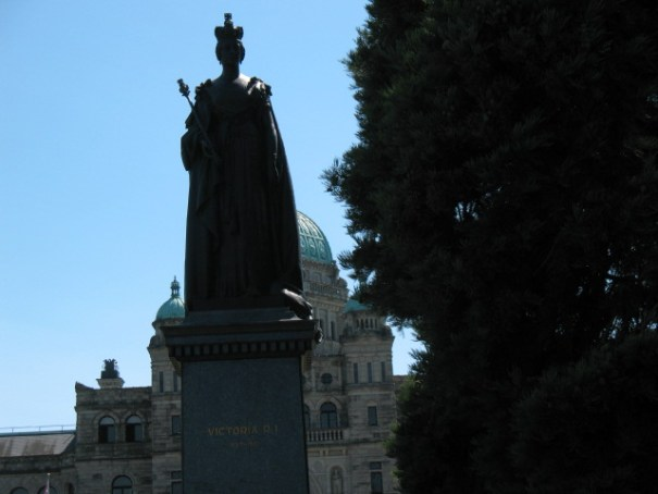 The 2nd big item on the grounds:  Queen Victoria.