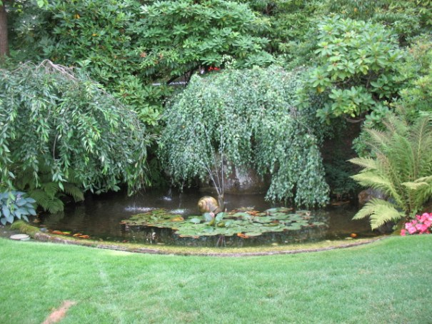 There are many water features at Butchart Gardens.