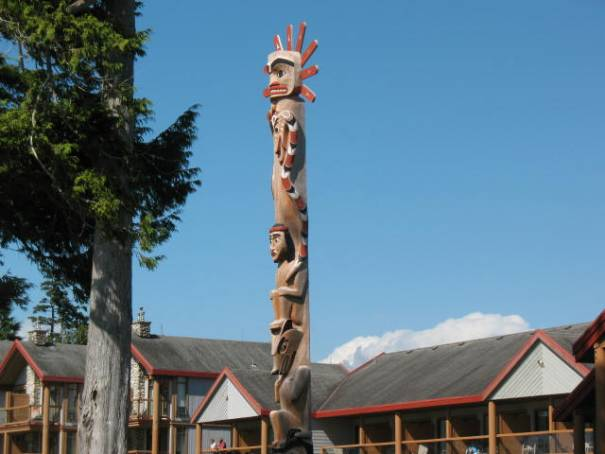 "Totem with snake on the side, ""red and yellow kill a fellow, red and black, venom lack."""