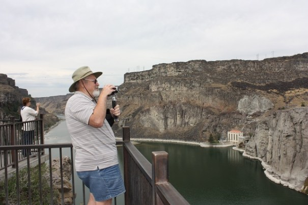 Outlooks at the Snake river gorge at Shoshone Falls.