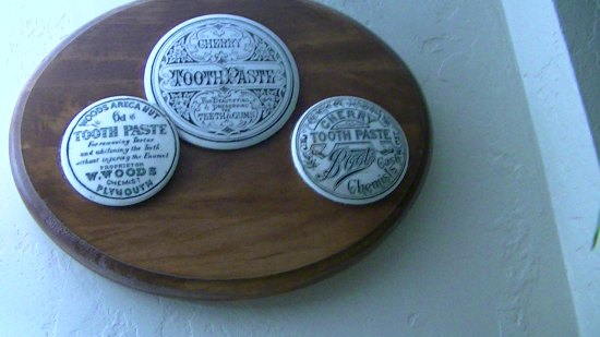 One of several mounted lids displays.