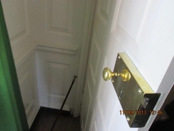 I really like the door knob hardware.