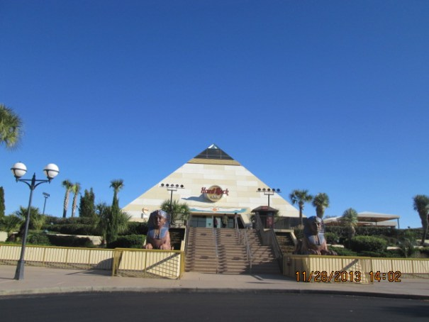 Not like any Hard Rock Cafe that we have every seen before, much more like the Luxor, pure Egyptian inside.
