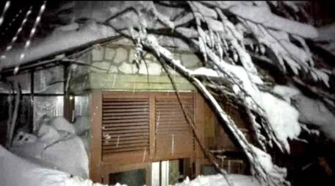 Αποτέλεσμα εικόνας για Χιόνη και Χιόνη, χιόνι να σ' έθαβε