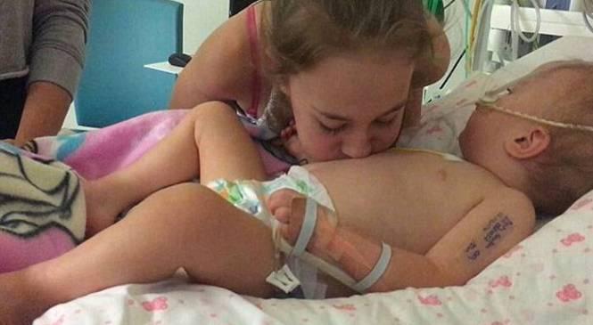 Μικρό κορίτσι φυλάει το ετοιμοθάνατο αδερφάκι του και το φέρνει πίσω στη ζωή.