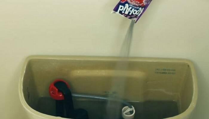 6+1 πανίσχυρα κόλπα από έναν υδραυλικό για να κάνετε τη λεκάνη της τουαλέτας σαν καινούρια και να γλιτώσετε πολλά χρήματα