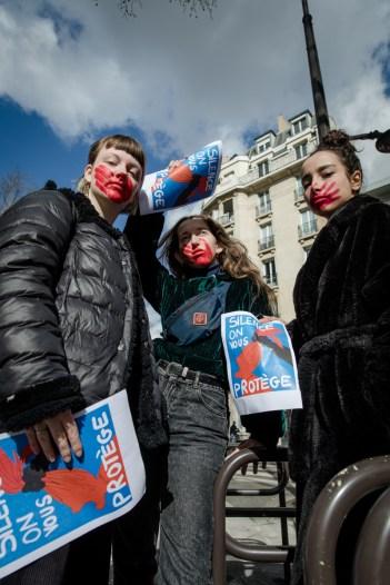 13-03-20 Colleuses feminicides paris