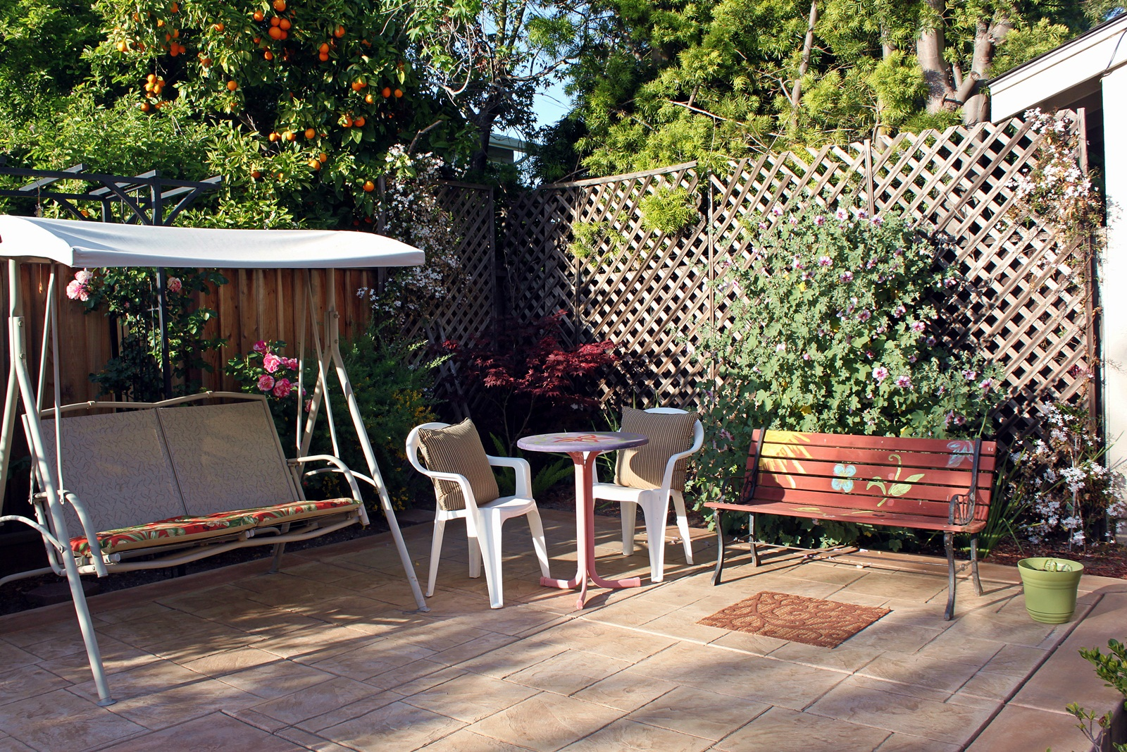 Patio Design on a Budget | Fun and Food Cafe on Courtyard Ideas On A Budget id=38563