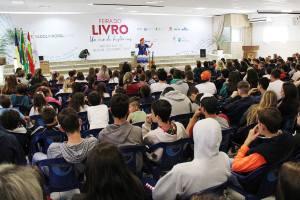 Cerca de 3 mil visitantes passaram pela Feira do Livro de Rio do Sul até quarta-feira, dia 4 | Foto: Tiago Amado