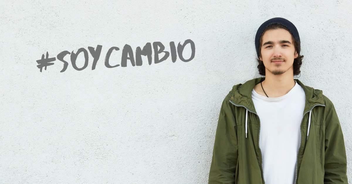 Joven con grafitti #SoyCambio