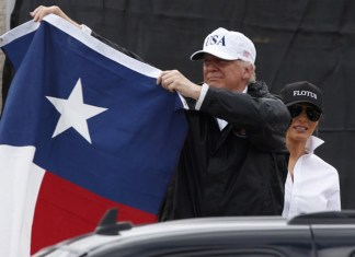 Trump y Melania en Texas | FOTO: The Guardian