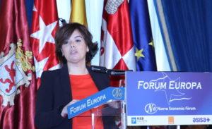 Soraya Sáenz de Santamaría presentando a Antonio Silván en el Fórum Europa