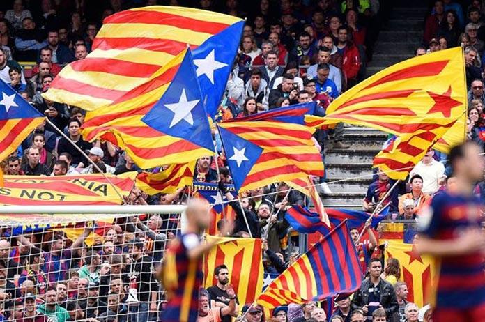 Banderas en el Camp Nou