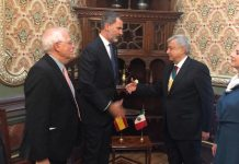 Felipe VI saluda a López Obrador en su visita a Méjico. FOTO: Twitter Casa Real