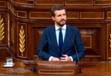 Cortejo PSOE-Casado ante Abascal e Iglesias