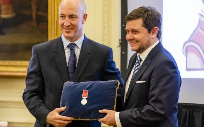 Patricio Orozco es condecorado con la Order of the British Empire Medal