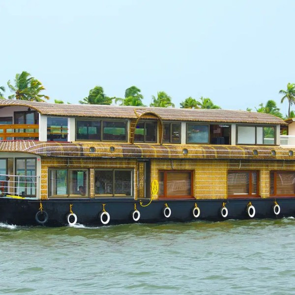 Alappuzha sightseeing with houseboat tour packages