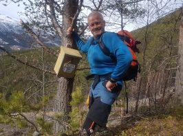 Geir Arne poserer ved turkasse