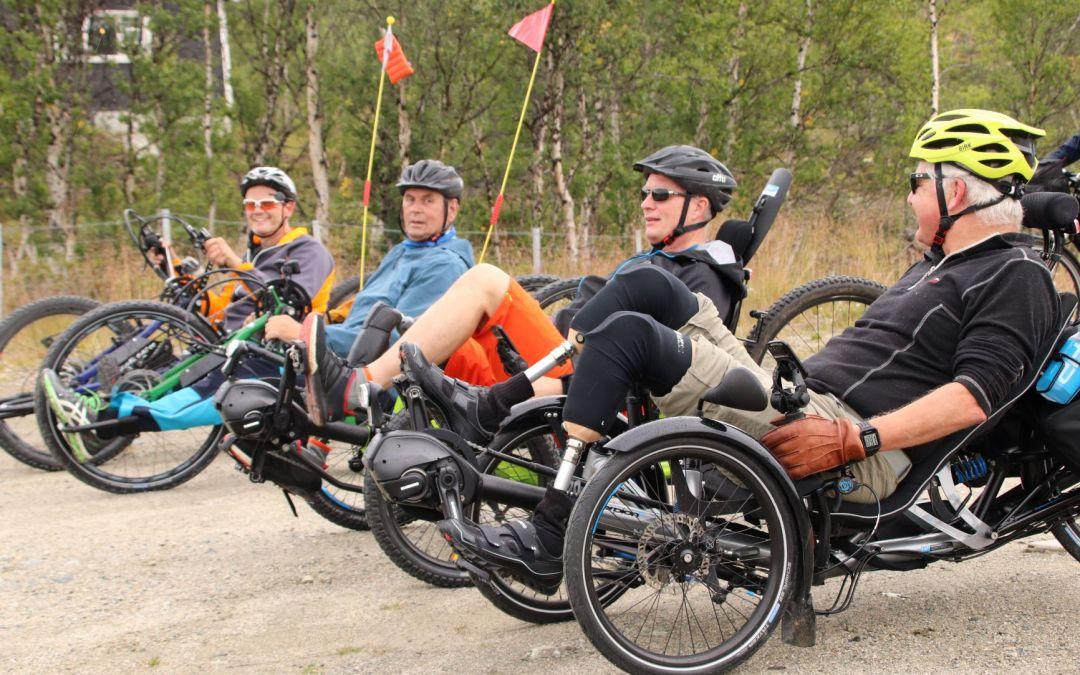 Proteser på sykkel over Dovrefjell
