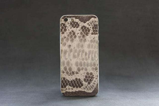 iPhone-5-snow-python-skin-1-FSMdotCOM