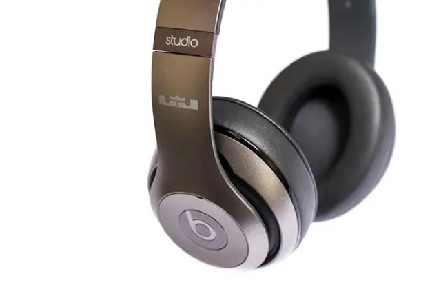 unknwn-x-beats-by-dre-lebron-autographed-studio-headphones-001-FSMdotCOM