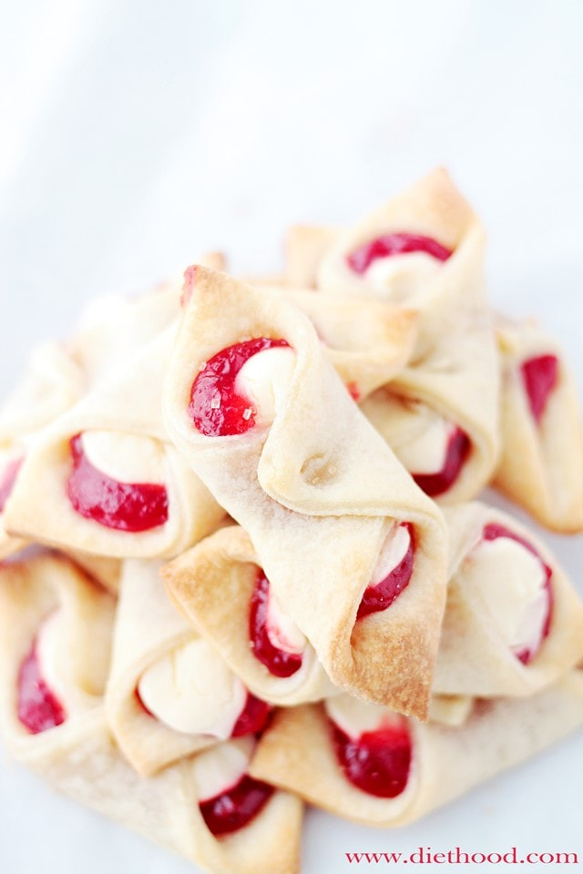 Surprisingly easy strawberry cream cheese pastries. Love this whole list of strawberry recipe ideas - something for every meal!