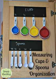 measuring cup organization with command hooks