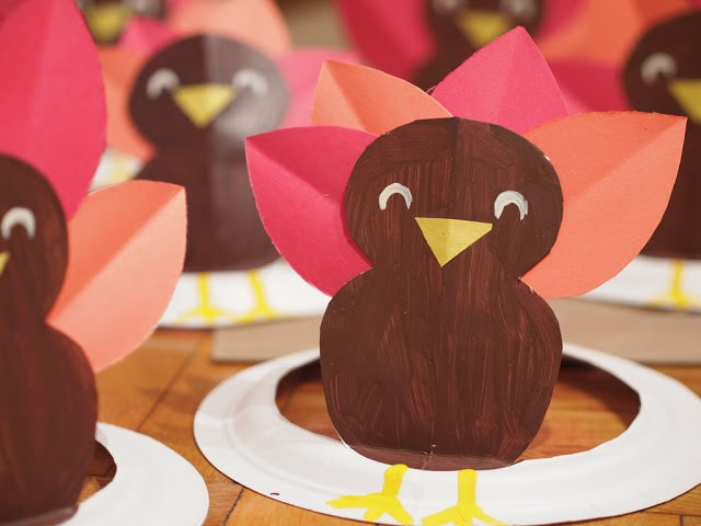 Use these to decorate your Thanksgiving kids table, or as a simple Thanksgiving craft for the kids.