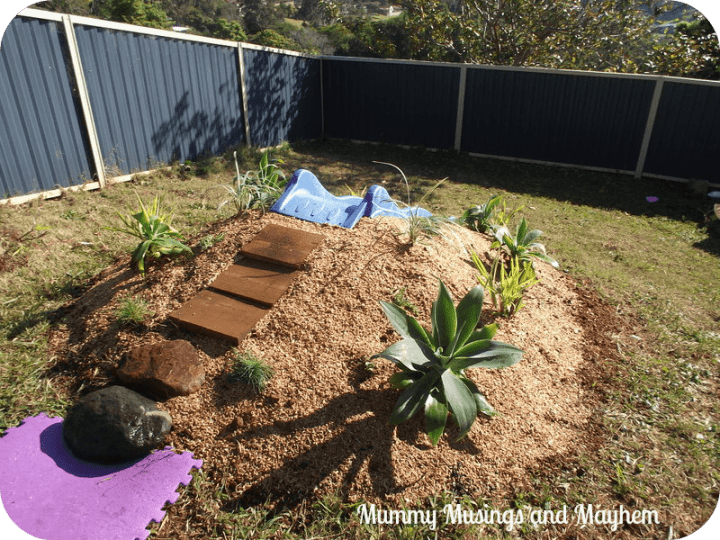 How to make a mound slide for your kids outdoor play areas (via Mommy Musings and Mayem)