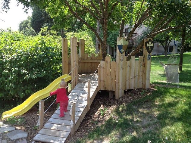 Turn any backyard into an amazing outdoor play space. Click through to learn how to make this super-cool castle play structure (via Hometalk). It might be easier than you think!