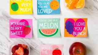 Super-cute free printable lunch box love notes for kids. Download and print these in time to slip them in your kid's lunchbox. #ValentinesPrintables #FreePrintable