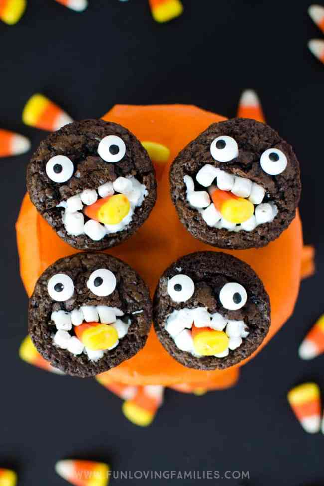 Halloween Brownies: Make these adorable Candy Corn Monster brownie bites for school parties or a fun Halloween treat for the kids. #halloween #halloweentreat #brownies #halloweenbrownies #halloweenfood #halloweenparty