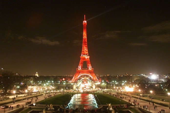 eiffel-tower-at-night- (2)