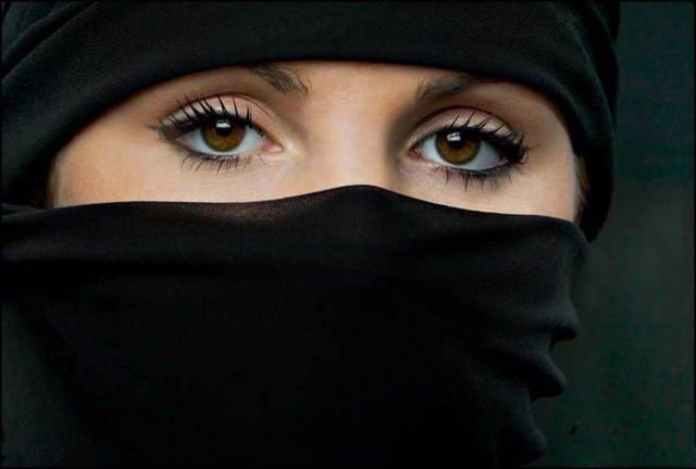 beautiful-eyes-in-veil- (3)