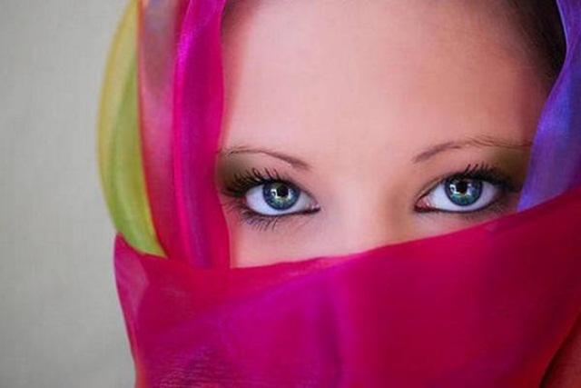 beautiful-eyes-in-veil- (8)