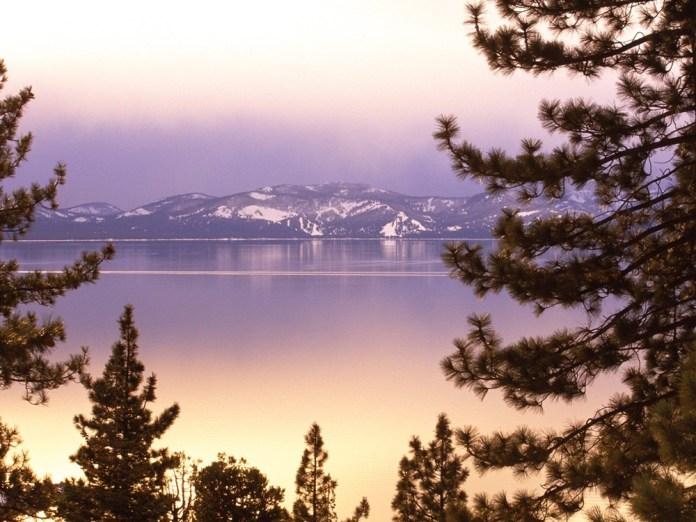 beautiful-natural-lakes-26-photos- (8)