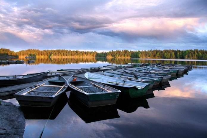 beautiful-natural-lakes-26-photos- (17)