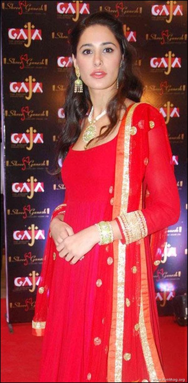 nargis-fakhri-in-red-indian-dress- (16)