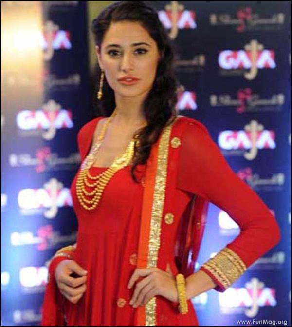 nargis-fakhri-in-red-indian-dress- (21)