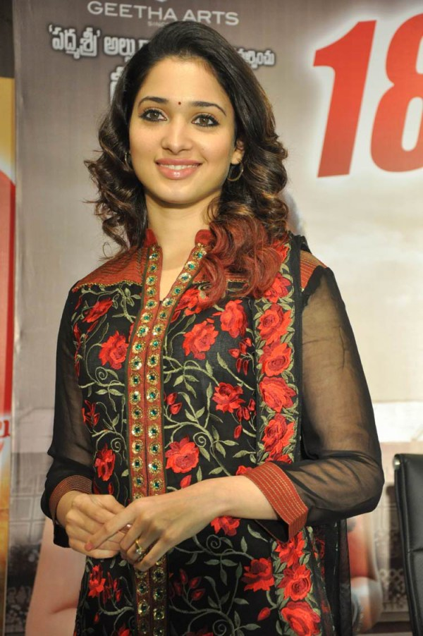 tamanna-in-black-embroidered-dress-20-photos- (7)