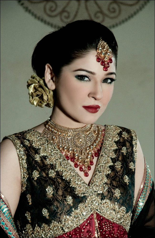 ayesha-omar-bridal-makeover-by-aish-ishrat-beauty-salon- (1)