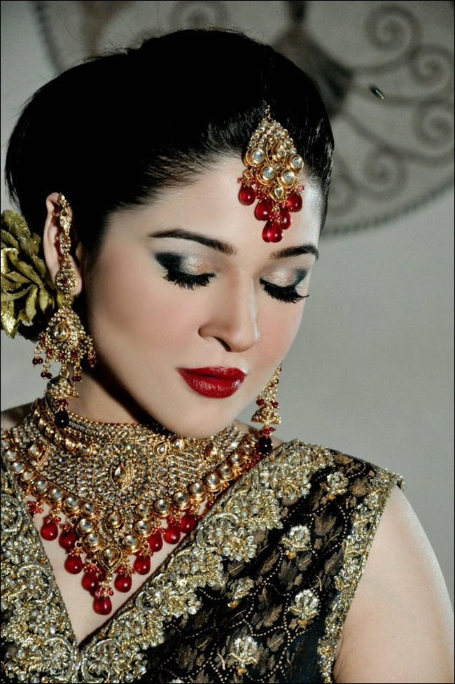 ayesha-omar-bridal-makeover-by-aish-ishrat-beauty-salon- (5)