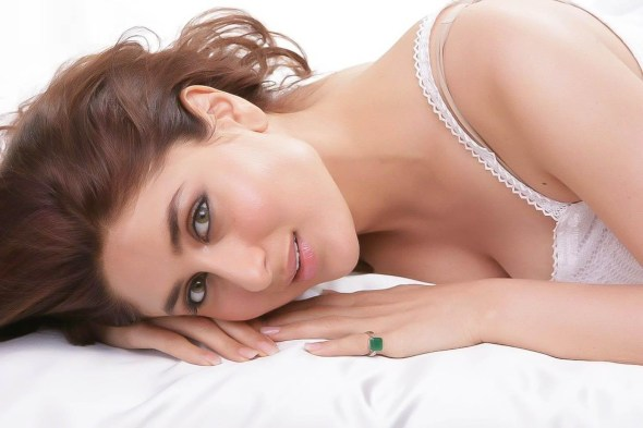 kareena-kapoor-latest-photoshoot-in-white- (2)