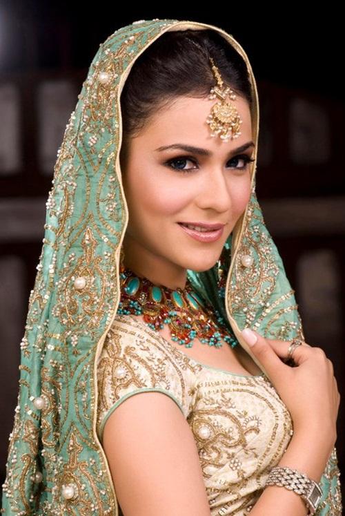 humaima-malik-bridal-makeover- (1)