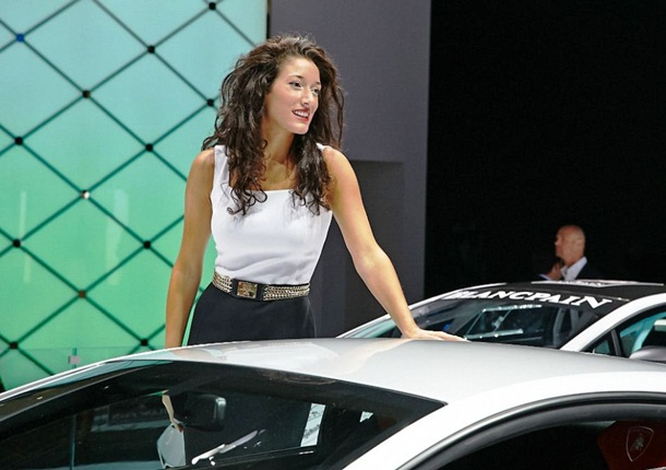 girls-with-cars-at-franfurt-motor-show-2013- (18)