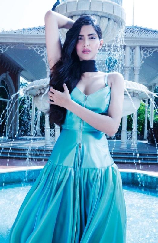 sonam-kapoor-photoshoot-for-hi-blitz-magazine-december-2013- (6)