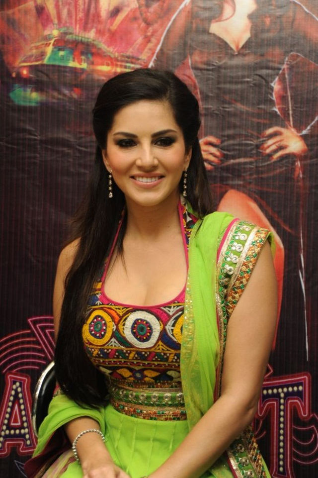 sunny-leone-photos-in-indian-dress- (11)