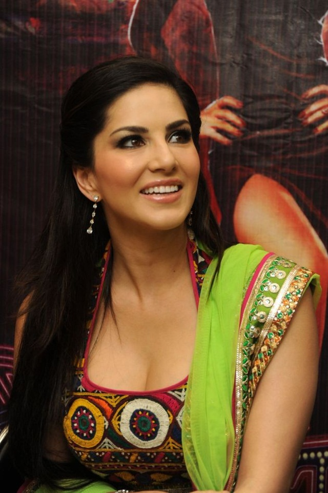 sunny-leone-photos-in-indian-dress- (12)