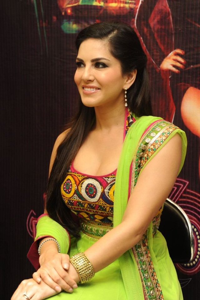 sunny-leone-photos-in-indian-dress- (16)