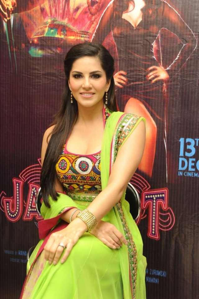 sunny-leone-photos-in-indian-dress- (18)